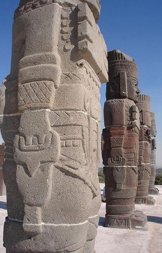 Статуи атлантов